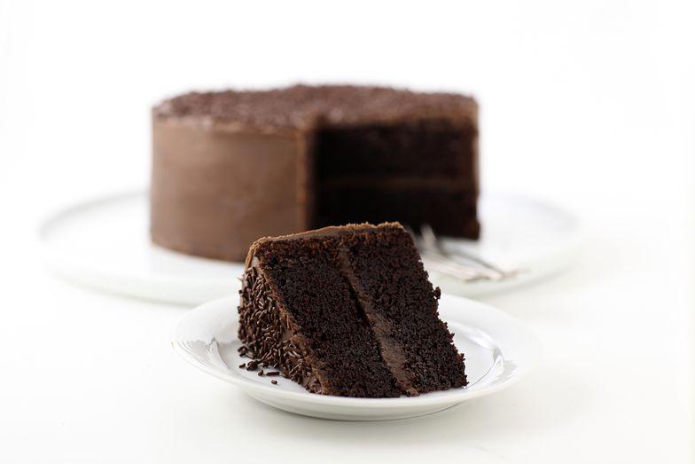 Przepis na domowe ciasto czekoladowe. Tylko 4 składniki