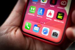 Uwaga na powiadomienia w iPhone'ach. Znak z języka sindhi zawiesza iOS-a