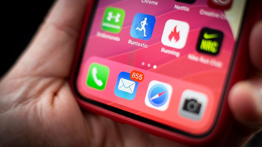 Błąd w iOS-ie prowadzi do zawieszenia smartfonu, fot. Getty Images