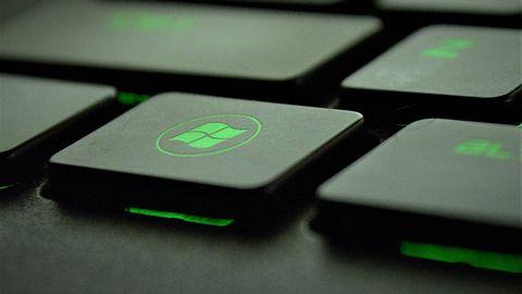 Laptopy z najnowszym Windowsem działają nawet o połowę krócej po naładowaniu