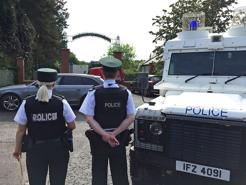 Belfast. Policjant wracał z pola golfowego. Pod samochodem czekała bomba