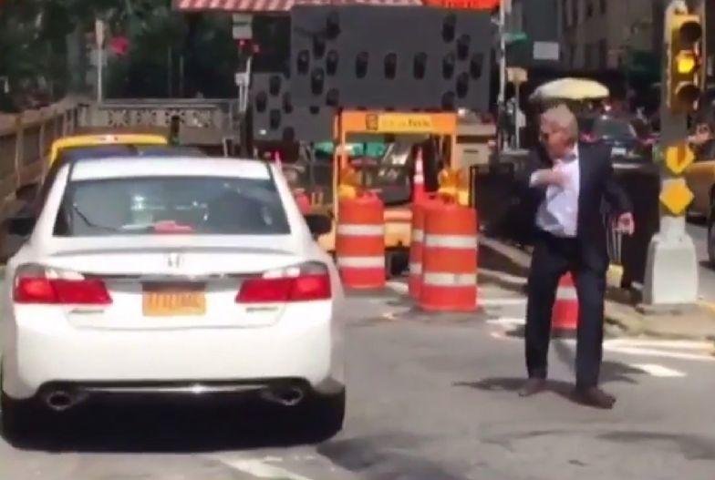 Harrison Ford pokierował ruchem w Nowym Jorku. Wdał się w policjanta, gdy jego auto utknęło w korku