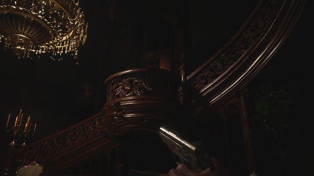 Ambonę przy schodach w sali balowej można było spotkać w najważniejszych pałacach