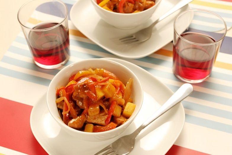 Błyskawiczny przepis na przysmak, który podkreśli smak makaronu i ryżu
