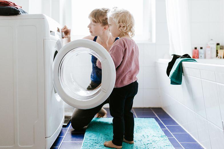 Dodaj tę popularną przyprawę do prania. Efekt zniewalający