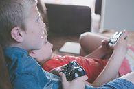 Dzieci, nastolatki i gry wideo. Rząd radzi rodzicom, jak uniknąć zagrożeń - fot. Pexels