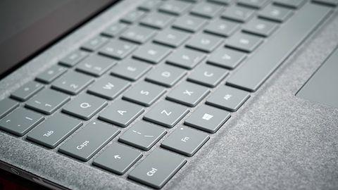 Nie bądź jak ekran Surface Laptopa 3 i nie pękaj. Microsoft bada problemy użytkowników