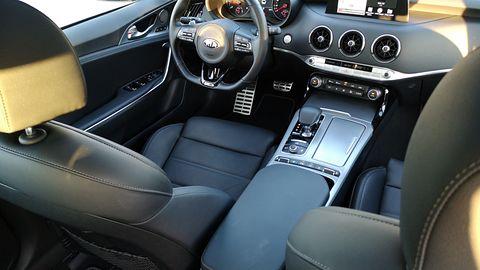 Krótki test Kia Stinger GT Line: Wspomaganie parkowania i audio Harman Kardon