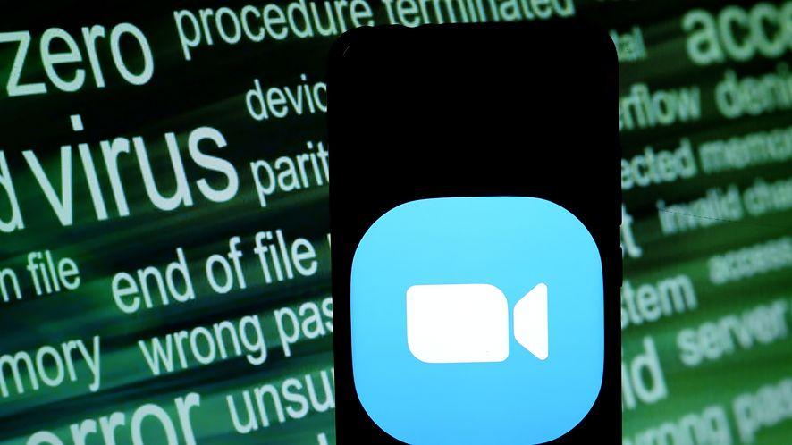 Zoom jest bardzo popularny, ale równie krytykowany za zabezpieczenia, fot. Avishek Das/SOPA Images/LightRocket via Getty Images