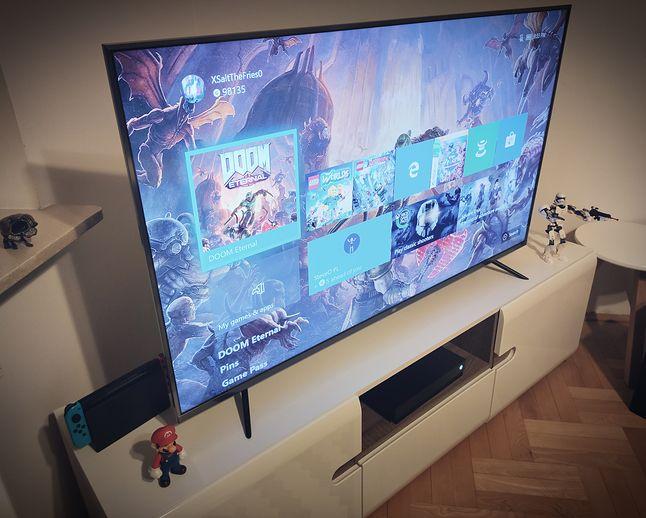 Xiaomi Mi TV 4S całkiem nieźle sprawuje się w grach, nawet tak szybkich, jak Doom Eternal, fot. Jakub Krawczyński