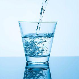 Fakty i mity na temat wody gazowanej. Dietetyk odpowiada