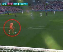 Ten samobój z meczu Chorwacja - Hiszpania przejdzie do historii. Najgorszy kiks bramkarza na Euro 2020 [WIDEO]