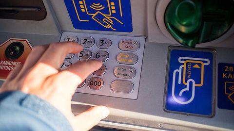 Poważna luka w bankomatach i terminalach płatniczych. Wystarczy NFC