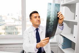 RTG kręgosłupa – charakterystyka, wskazania, przebieg, jak się przygotować
