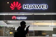 Raport: Huawei mógł podsłuchiwać Holendrów. Firma zabrała głos - Holenderski dziennik dotarł do niepokojącego raportu, dotyczącego Huawei (fot. Kevin Frayer/Getty Images)