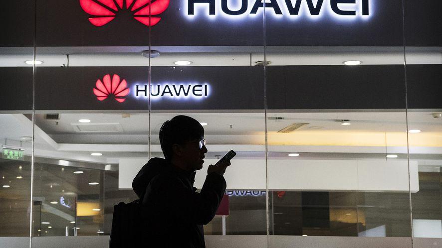 Holenderski dziennik dotarł do niepokojącego raportu, dotyczącego Huawei (fot. Kevin Frayer/Getty Images)