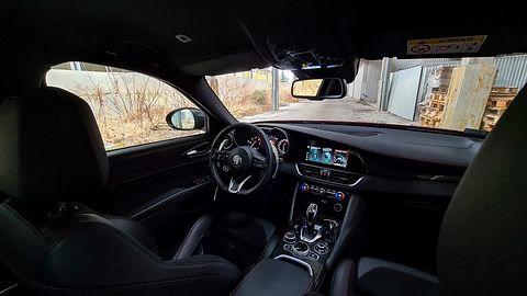 Alfa Romeo Giulia: Nowy system info-rozrywki, audio Harman Kardon i systemy wsparcia i ochrony