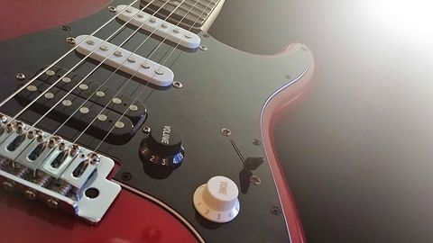 Gratka dla gitarzystów: darmowa aplikacja Fendera nauczy grać dowolną piosenkę