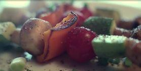 Szaszłyki z warzyw i pieczarek – nie tylko na grilla (WIDEO)