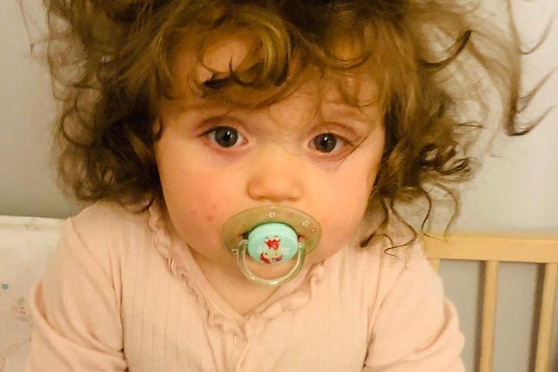 Niemowlę z bujną fryzurą. Dziewczynka przyszła na świat po ośmiu poronieniach