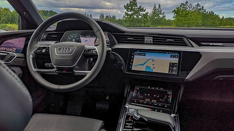 Prezentacja Audi e-tron Sportback: Elektryczny napęd i liczne innowacje w modnym przebraniu