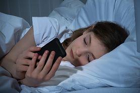 Presja ciągłego bycia online prowadzi do depresji wśród nastolatków