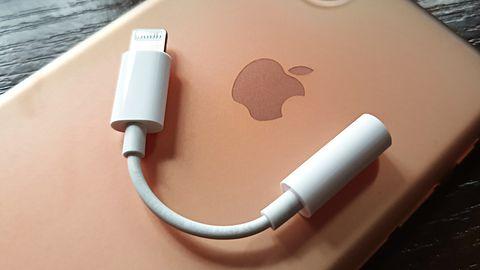 iPhone bez minijacka był świetną decyzją. Przejściówki sprzedają się jak świeże bułeczki
