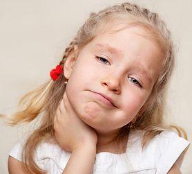 Ból gardła: skąd się bierze, co oznacza i jak go złagodzić?