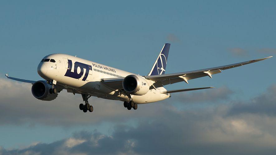 W aplikacji SkyCash można kupić bilety Polskich Linii Lotniczych LOT
