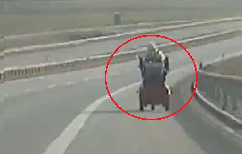 Szokujący widok na drodze ekspresowej. Policja pokazała nagranie