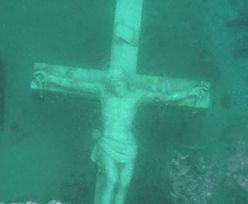 Jezioro Michigan. Ogromny Jezus przyciąga tłumy