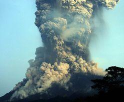 Indonezja. Ogromna erupcja wulkanu. Wyrzucał pył na prawie 7 kilometrów