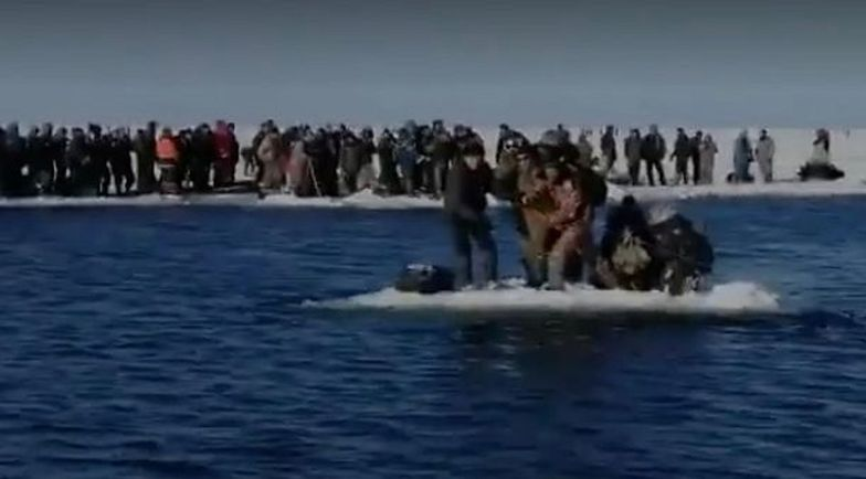 Rosja. 600 wędkarzy utknęło na gigantycznej krze