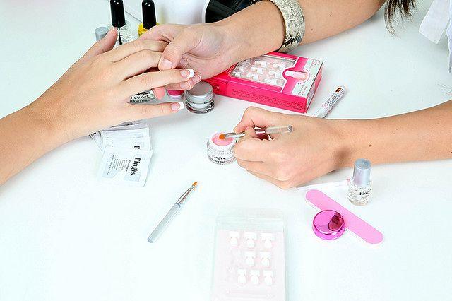 Staranne malowanie paznokci - malowanie paznokci