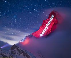 Szwajcaria. Komunikat #zostanwdomu wyświetlony na zboczach góry Matterhorn