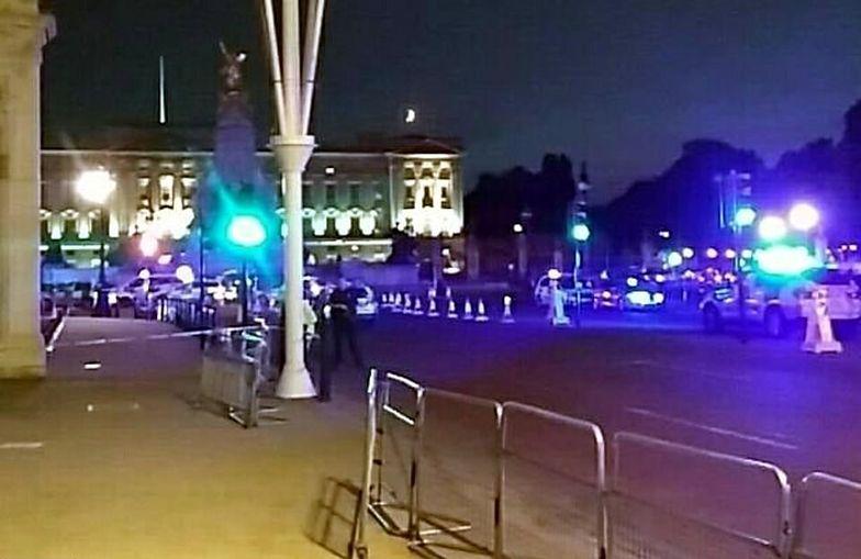 """Krzyczał """"Allahu akbar"""" pod Pałacem Buckingham. Policjanci walczyli o życie"""
