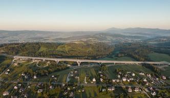 Najdłuższy i najwyższy w Polsce wiadukt zdał egzamin. Tak postępują prace na zakopiance