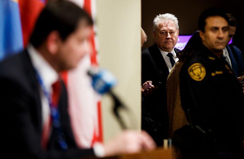 Ambasador Ukrainy Wołodymyr Jelczenko słucha wystąpienia przedstawiciela Rosji podczas obrad RB ONZ
