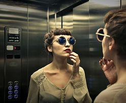 Po co w windach montuje się lustra? Zaskakujące wyjaśnienie