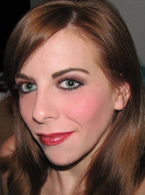 Dobrze dobrana szminka - makijaż brunetki