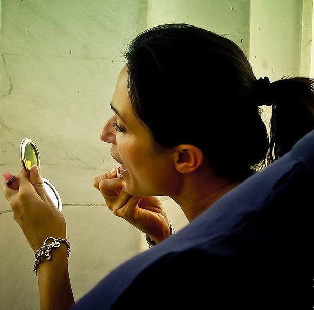 Dobrze dobrana szminka - sprawdzanie kolorów