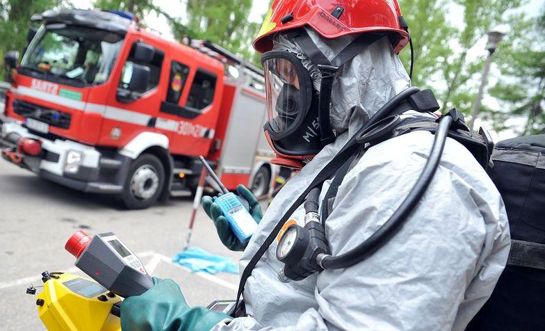 Chemikalia porzucone przy autostradzie A2. Do akcji musieli wkroczyć ratownicy z jednostki chemicznej (na fot ćwiczenia z akcji)