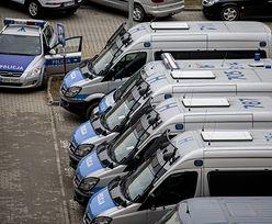 Policjanci kryminalni w Radomiu otrzymali nie lada zadanie. Pilnują banerów PiS