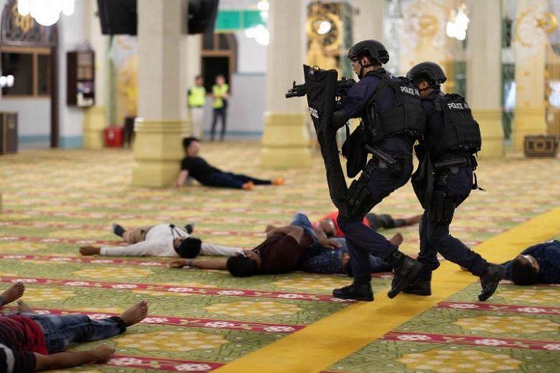 Ćwiczenia antyterrorystyczne w meczecie. To pierwszy taki przypadek w historii