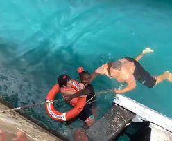 Kobieta wpadła do oceanu na wózku inwalidzkim. Uratował ją DJ i szczudlarz