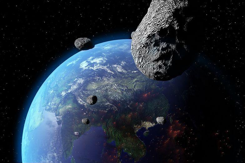 Gdyby asteroida o średnicy 1 km uderzyła w Ziemię, to zostawiłaby krater o srednicy 25 km