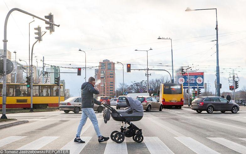 AVIVA wprowadziła pełnopłatny, sześciotygodniowy urlop dla każdego ojca
