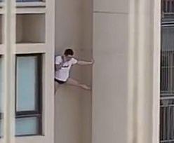 Uciekał z domu kochanki. Chińczyk musiał zejść z wysokiego wieżowca