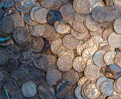 Sensacyjne odkrycie we Francji. Robotnik wykopał 14 tys. średniowiecznych monet