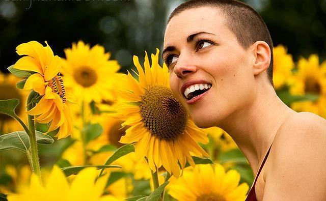 Kobieta ze słonecznikiem